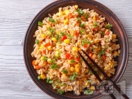 Рецепта Тайландско пържено пикантно пиле с ориз и яйца